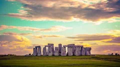 Stonehenge & Bath with Bridgerton Walking Tour option